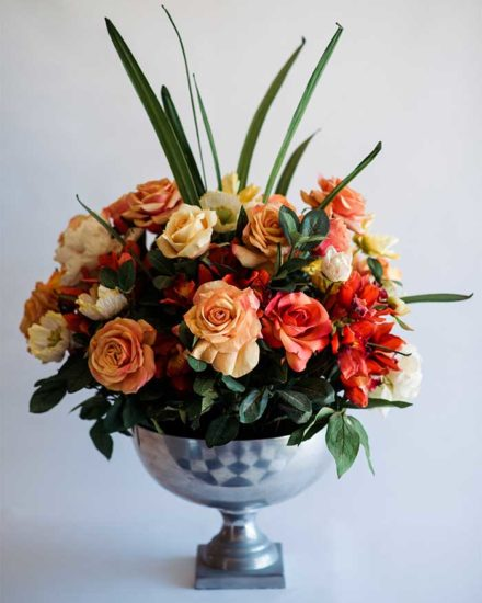MIXED LARGE ORANGE ARRANGEMENT IN ROSE TIN